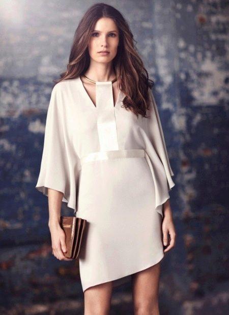 Короткое платье белое вечернее с рукавом три четверти