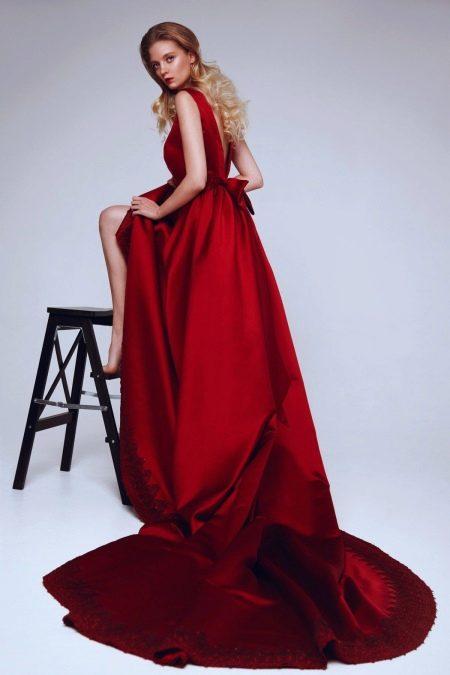 Вечернее платье бордо со шлейфом