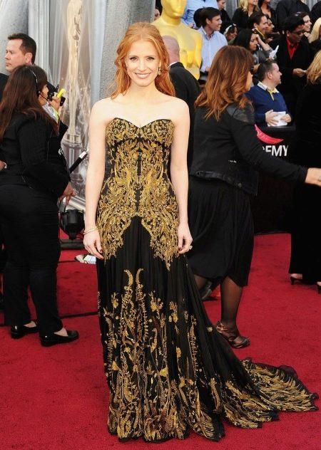 Вечернее платье от Alexander Mcqueen с золотом