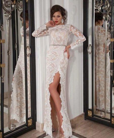 Прямое свадебное платье кружевное