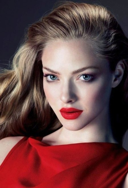 Вечерний макияж под красное платье с румянами