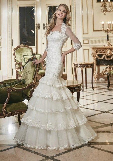 Свадебное кружевное платье русалка с многоярусной юбкой