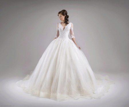 Пышное свадебное платье с коротким рукавом из кружева