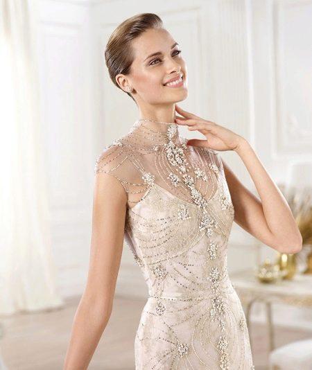 Платье кружевное с декором