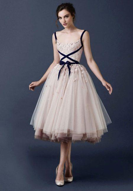 Свадебное платье с кружевным верхом короткое