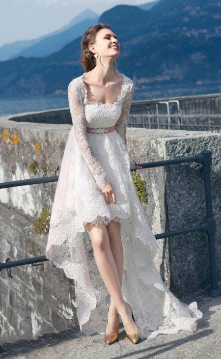Кружевное свадебное платье короткое спереди длинное сзади