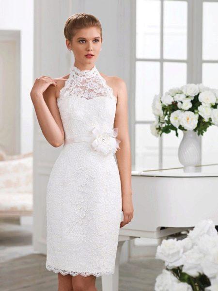 Свадебное платье футляр кружевное короткое