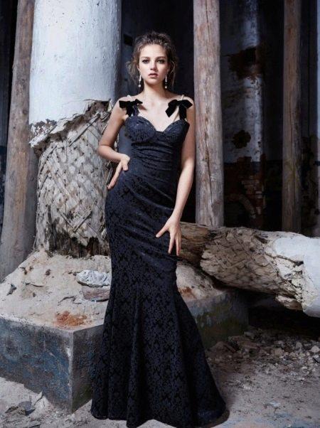 Простое черное платье вечернее