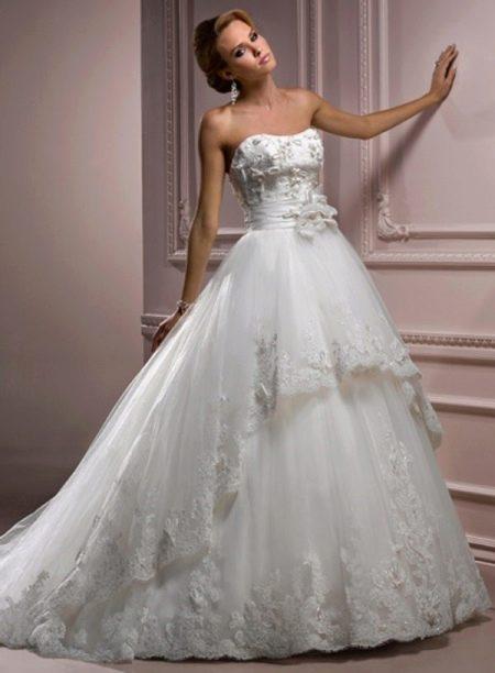 Свадебное платье с декором на корсете