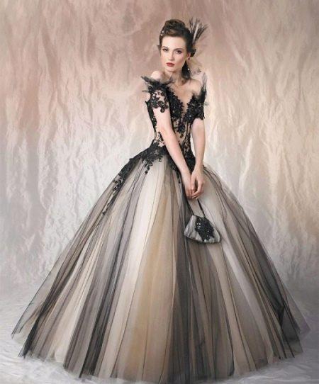 Вечернее платье с кружевом пышное