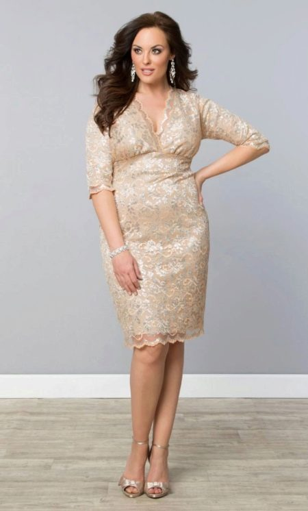 Бежевое кружевное платье на свадьбу для полных