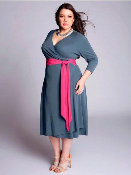 Вечернее платье трикотажное с коннтрастным поясом