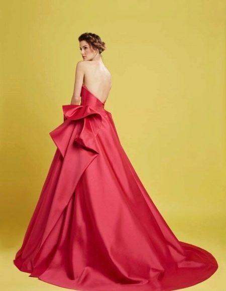 Пышное короткое платье с открытой спиной