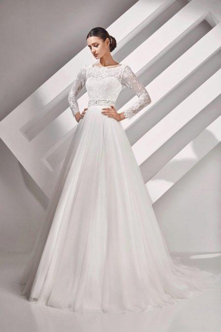 Свадебное платье из коллекции  ALMA закрытое от Амур Бридал