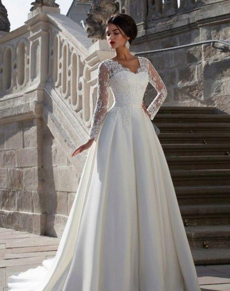Свадебное платье пышное с кружевом от Crystal Design