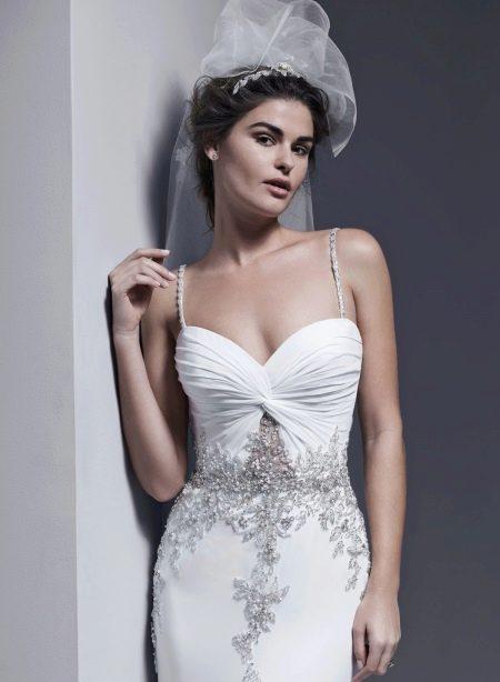 Свадебное платье с кристаллами Сваровски и жемчугом