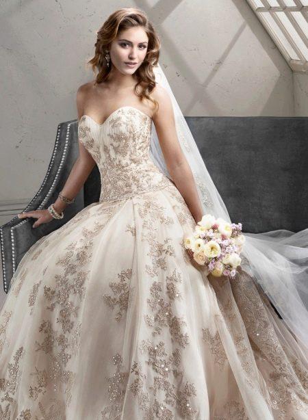 Свадебное платье с кружевом и кристаллами Сваровски