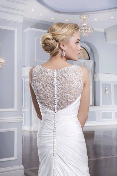 Свадебное платье украшенное стеклярусом