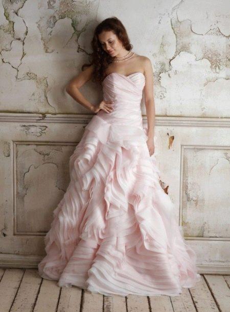 Свадебное платье пастельно-розового цвета