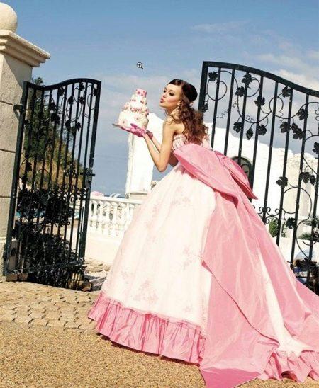 Бело-розовое пышное свадебное платье