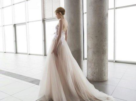 Свадебное платье с бежевым оттенком айвори