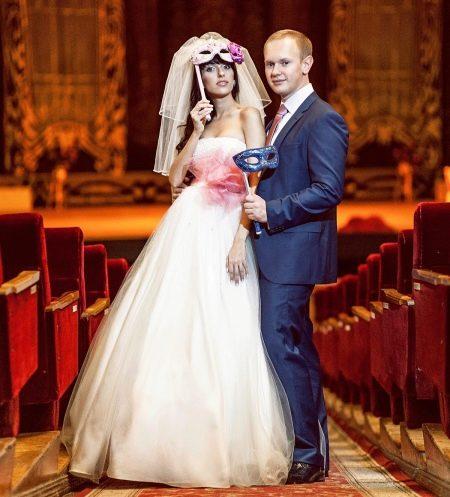 Свадебный костюм к наряду невесты