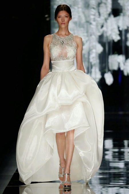 Свадебное платье украшенное камнями