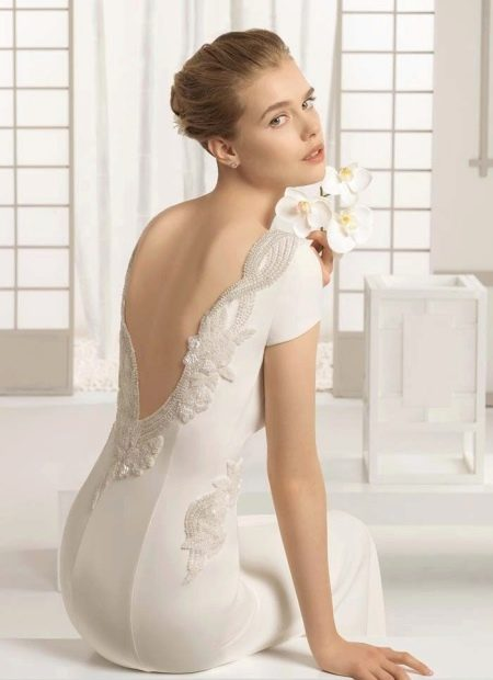 Платье с прозрачным вырезом на спине