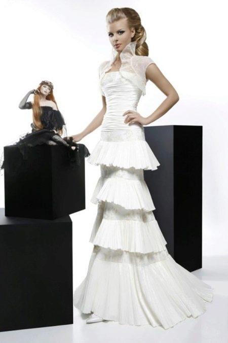 Свадебное платье из коллекции Кураж с многоярусной юбкой