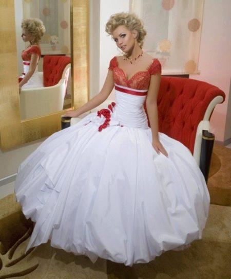 Свадебное платье из коллекции Femme Fatale с красным лифом