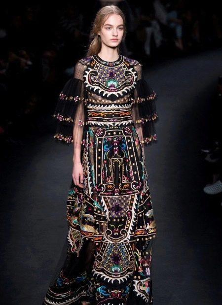 Вечернее платье от Валентино в этно стиле