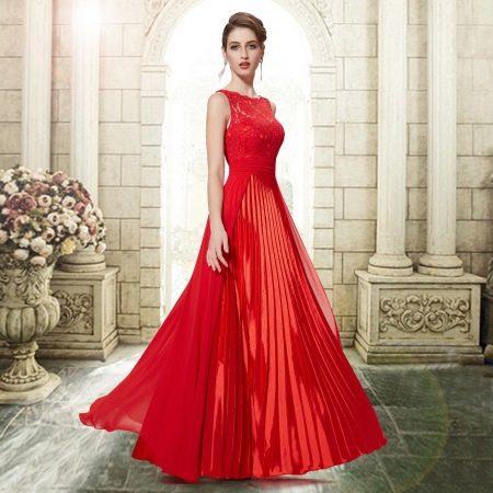 Красное вечернее платье-плисе на выпускной 2015