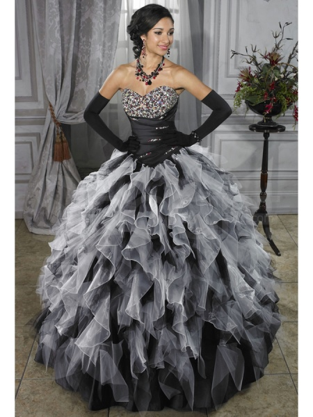Черное свадебное платье со стразами