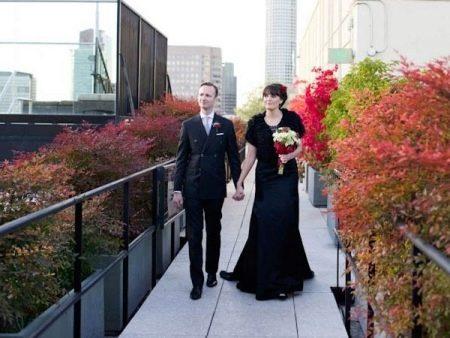Черное свадебное платье закрытое с кружевом