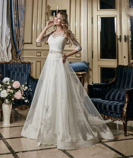 Свадебное платье с декорированным поясом от Евы Уткиной