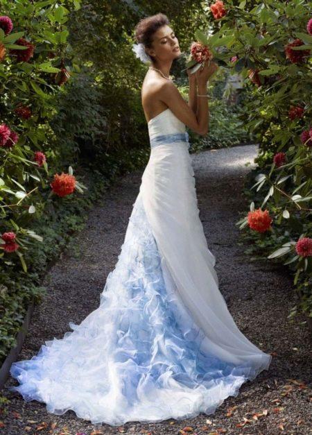 белое платье свадебное с голубым шлейфом