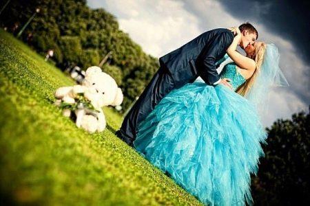 Свадебное пышное платье голубое