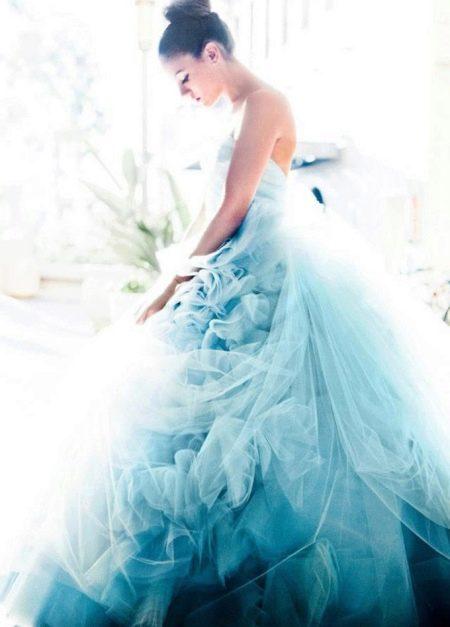 Свадебное платье с голубым градиентом
