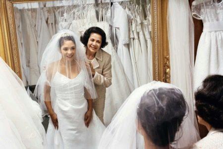 Выбор свадебного платья со свекровью