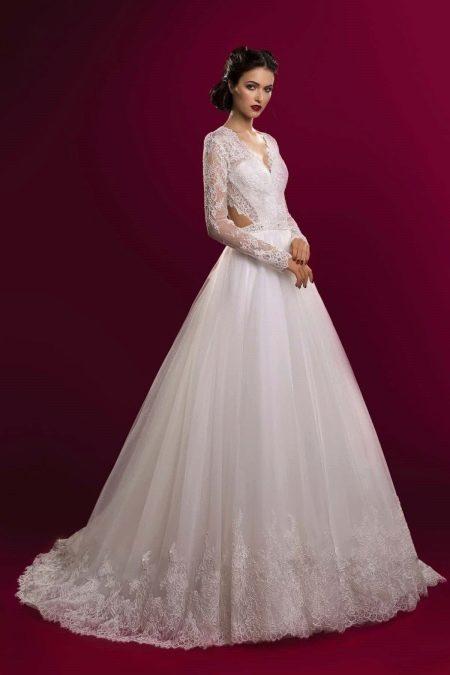 Свадебное платье из коллекции Аристократка пышное с вырезами