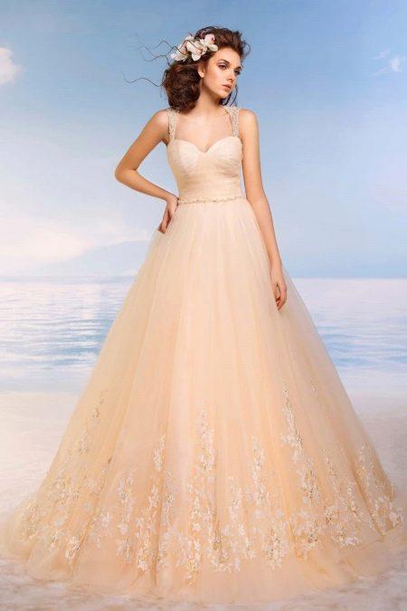 Пышное свадебное платье персикового цвета