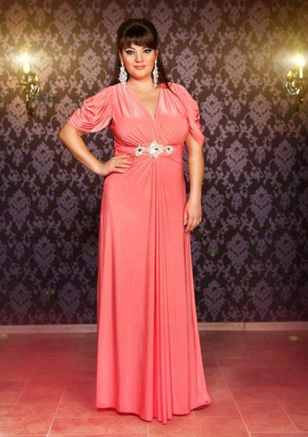 Вечернее платье с драпировкой на лифе 50 размера