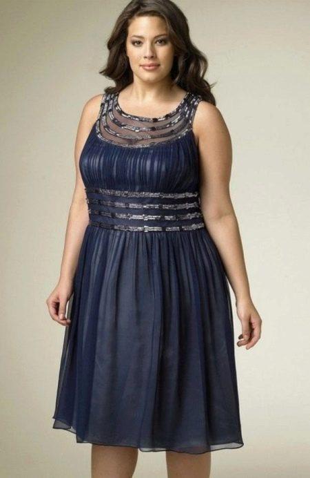 Вечернее платье короткое с блестящим декором для полных