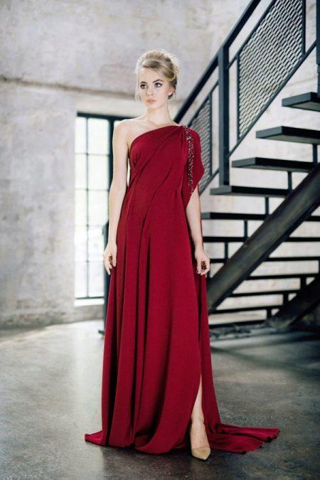 Бордовое праздничное вечернее платье
