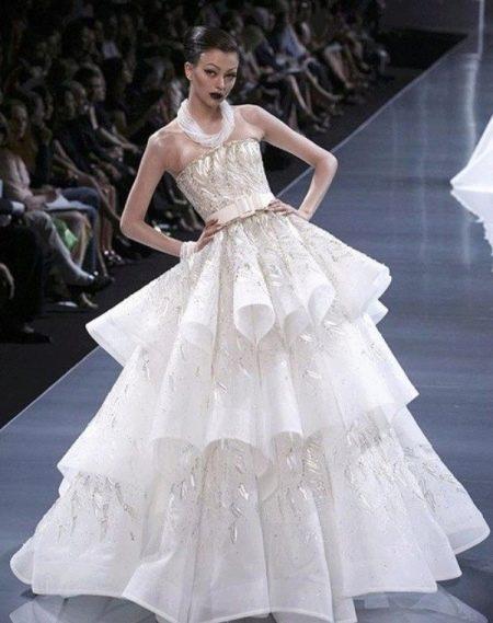 Дорогое свадебное платье от Диора