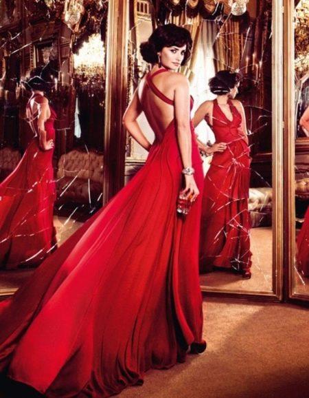 Красное свадебное платье с открытой спиной