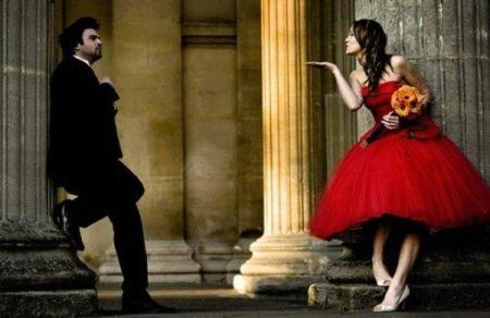 Красное пышное короткое свадебное платье