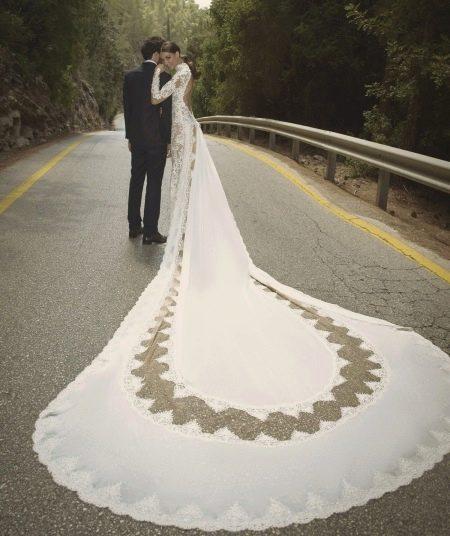 Свадебное платье со шлейфом русалка