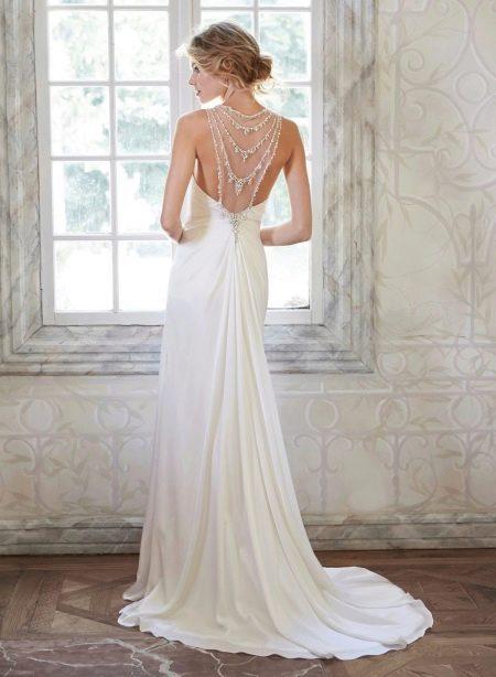 Свадебное платье со шлейфом и открытой спиной прямое
