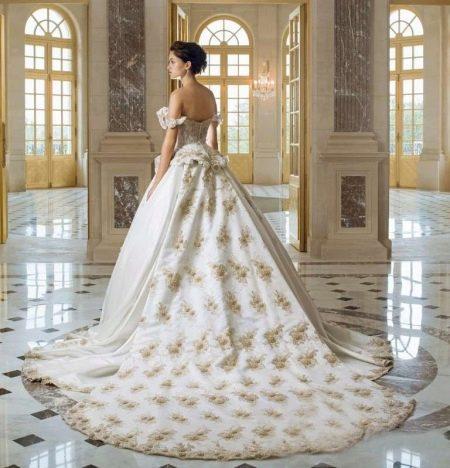 Свадебное платье с золотой вышивкой